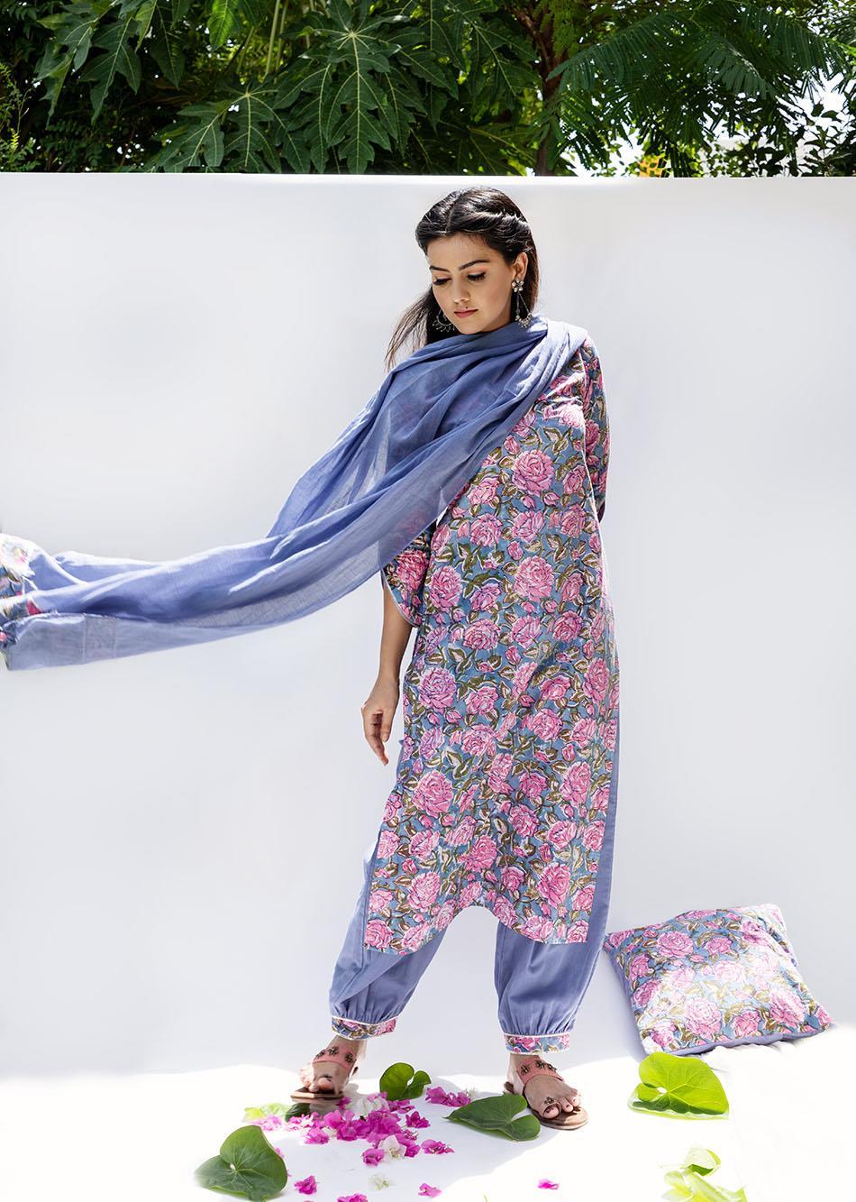 Baiguni- Loose kurta with Pants (Set of 3) By Jovi Fashion