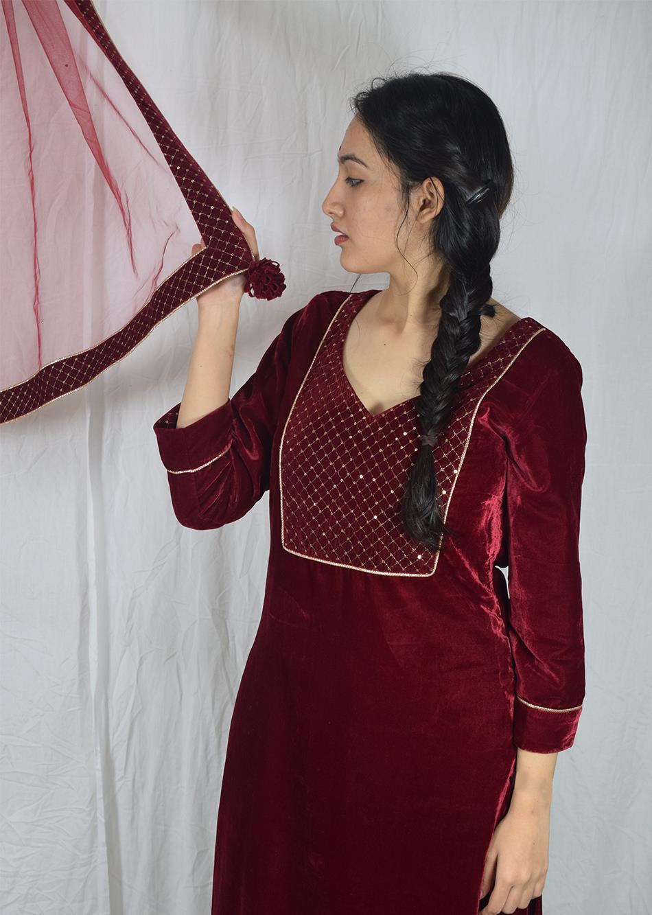 Surkh Laal Long Kurta Suit Set (Set Of 3) By Jovi Fashion