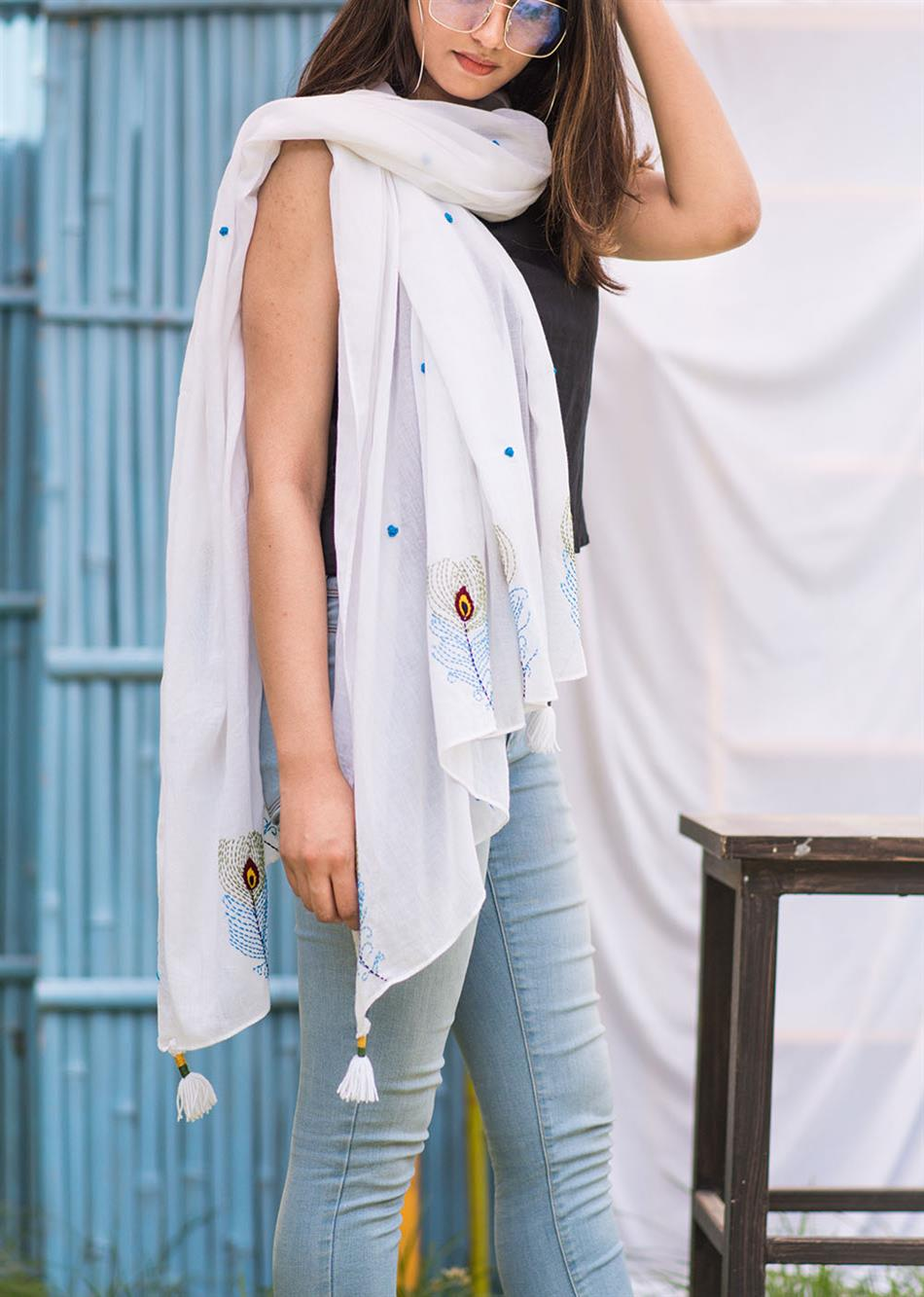 Balletic mood - White (Hand embroidered scarf)