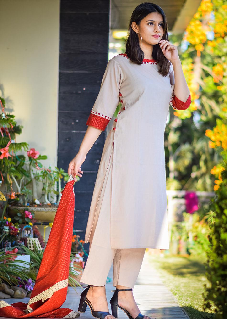 Festive mood-beige and red By Jovi Fashion
