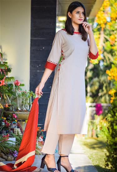 festive mood - beige and red