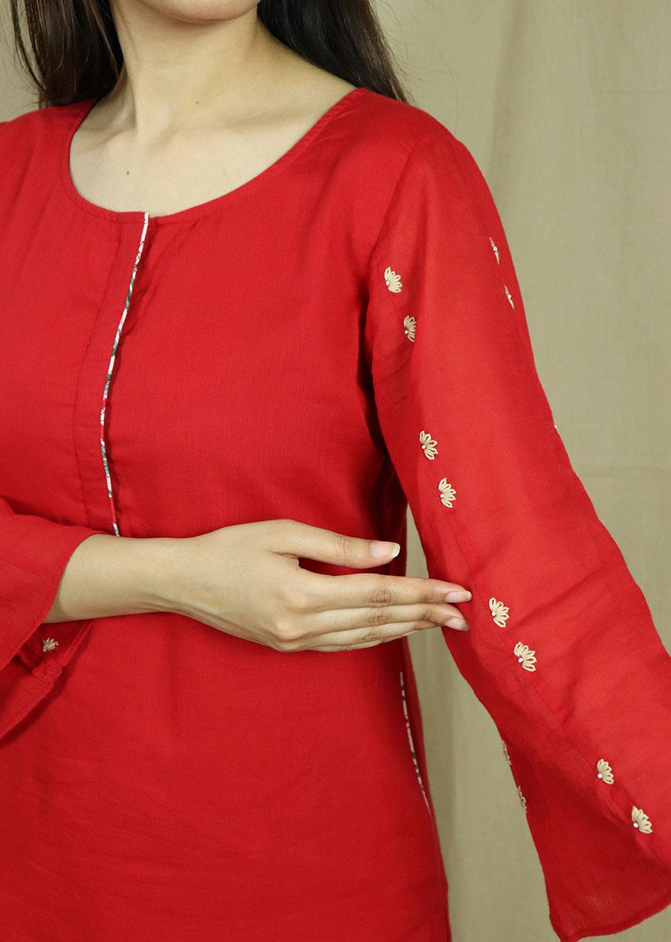 Red loose sleeves kurta with pants (Set of 2)